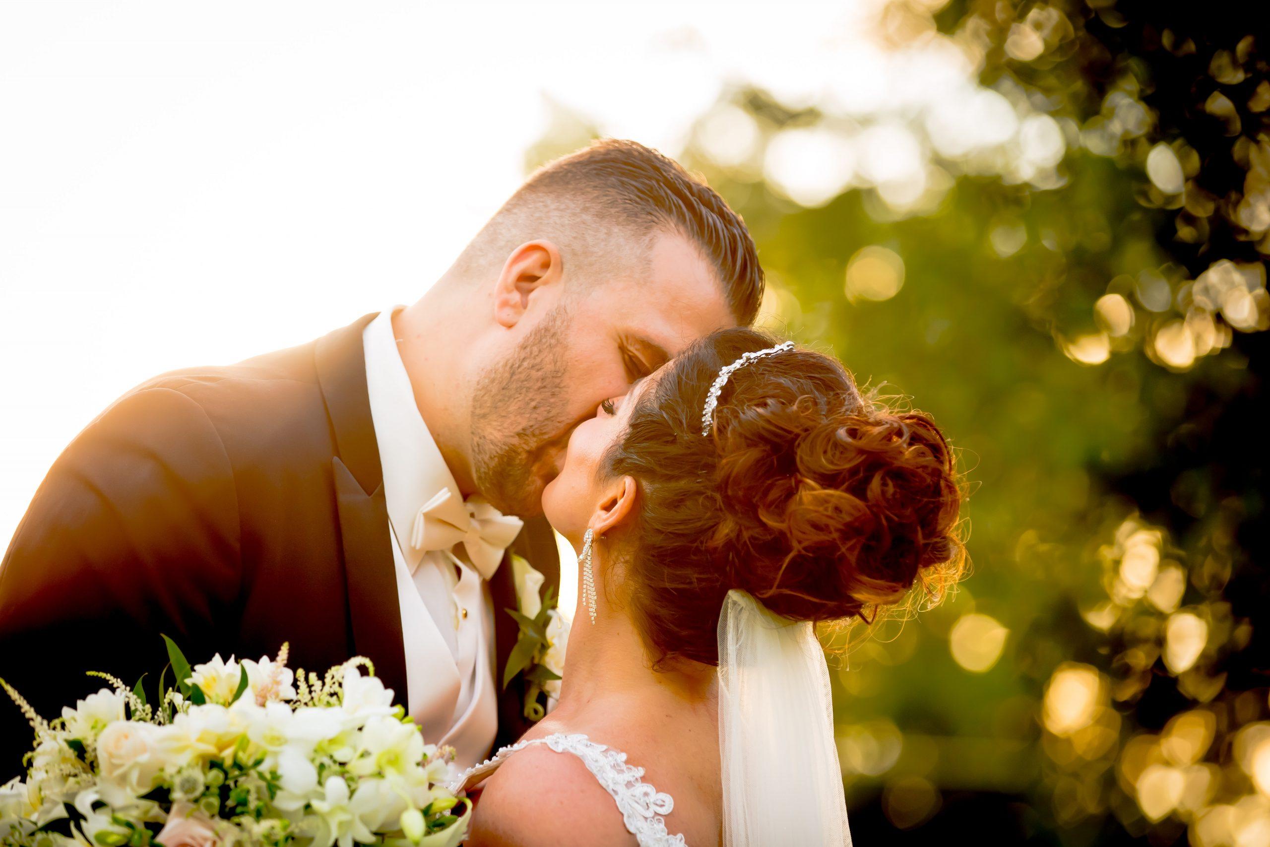 Victori_Rob_Mohawk River Country Club Wedding-36.jpg