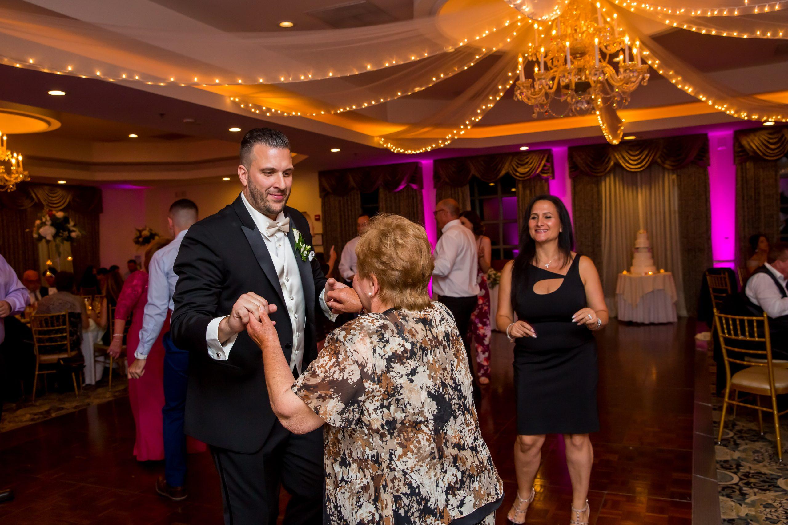 Victori_Rob_Mohawk River Country Club Wedding-59.jpg